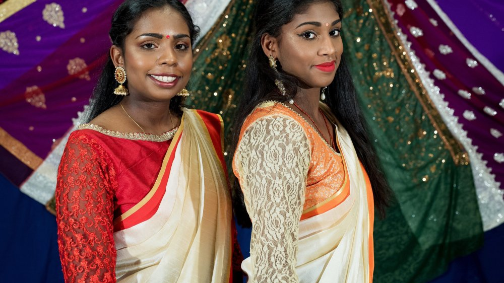 Nées à La Chaux-de-Fonds, Athithya et Shajithya Thiruniraiselvan incarnent la seconde génération de la communauté tamile du canton.