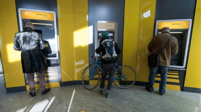 Banques: PostFinance n'exclut pas des baisses de salaire