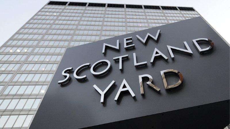 Un cinquième homme d'une vingtaine d'années, également victime d'une de ces attaques, a été hospitalisé dans un état critique, a ajouté Scotland Yard.