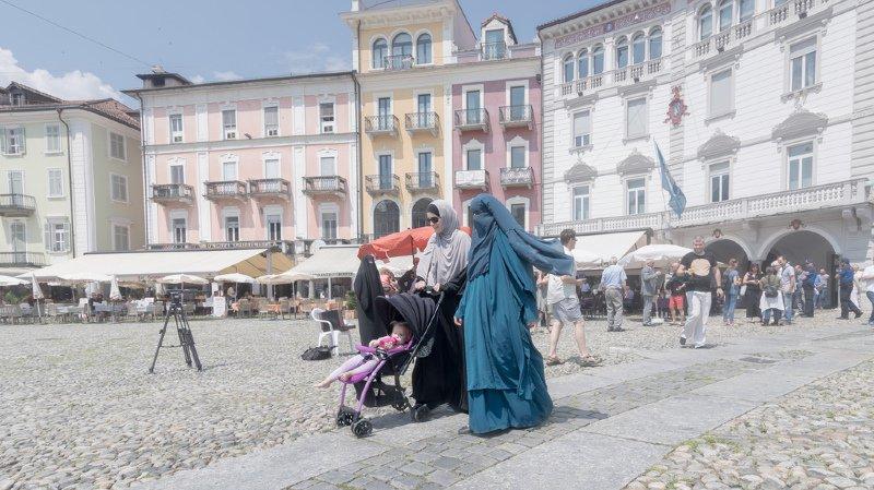 Port de la burqa: le contre-projet du Conseil fédéral veut que ce soit celui qui contraint une femme soit amendé