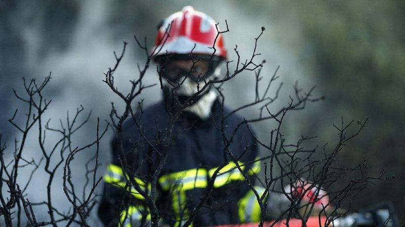 Les pompiers décédés, âgés de 20 et 32 ans, ont été pris par les flammes au premier étage de la maison en tentant en vain de sauver deux jeunes de 18 et 22 ans. (illustration)