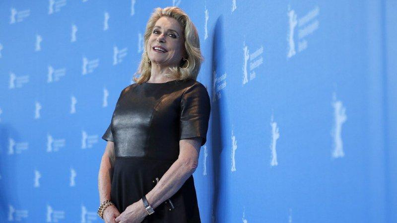 """Des militantes féministes françaises répliquent mercredi à la tribune défendant la """"liberté"""" des hommes """"d'importuner"""", signée par une centaine de femmes, dont l'actrice Catherine Deneuve."""