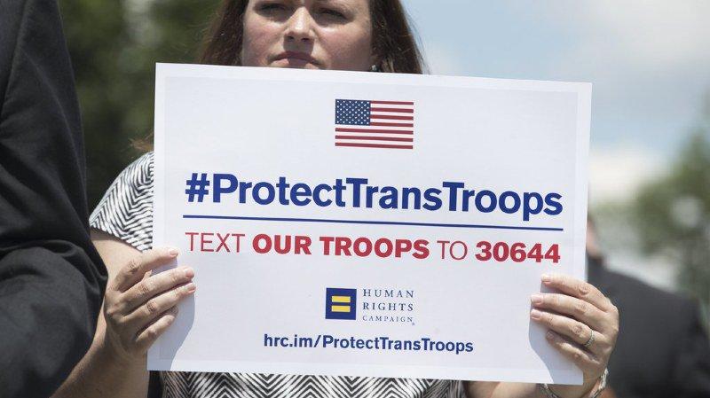Etats-Unis: Donald Trump renonce à interdire aux transgenres d'entrer dans l'armée