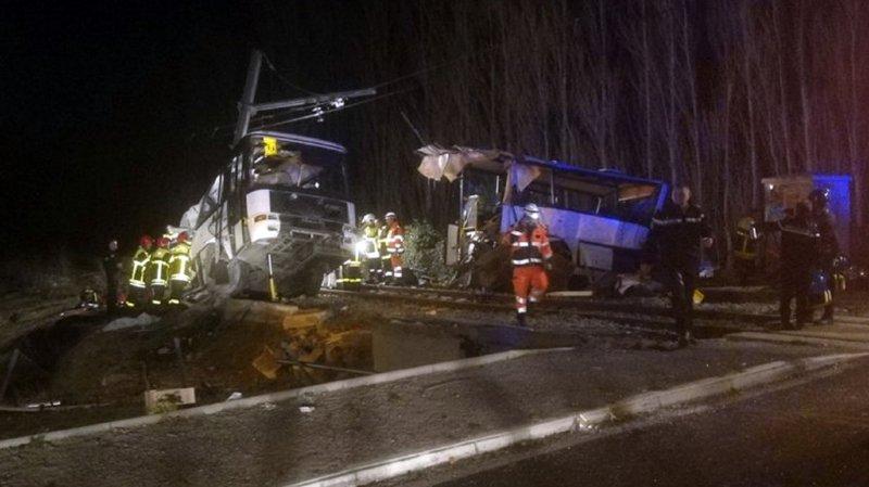 France: collision entre un train et un bus scolaire, 4 adolescents tués et 20 blessés