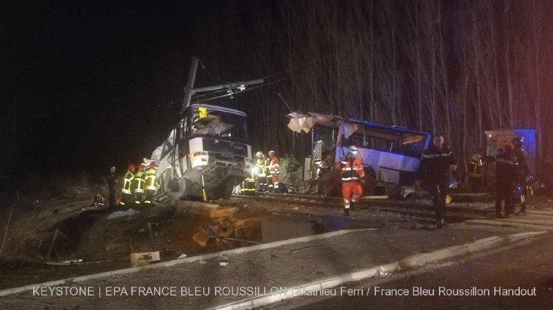 France: le bilan de la collision entre un train et un bus scolaire grimpe à 6 morts