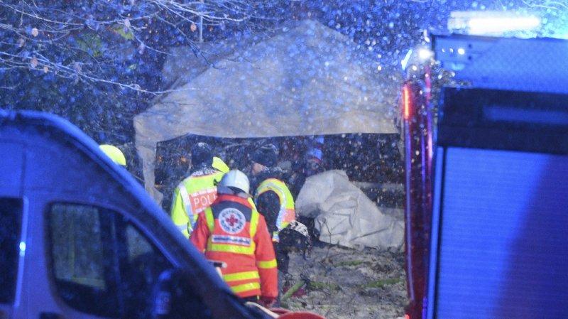 Le travail des secours est perturbé par les fortes chutes de neige.