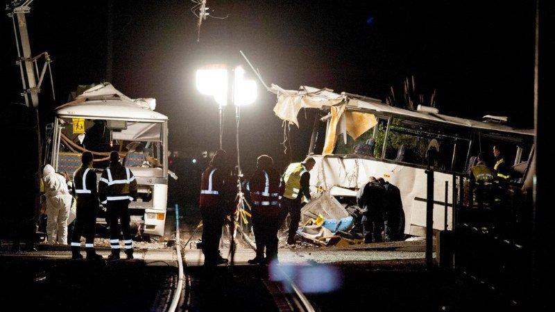 France: la conductrice du car entré en collision avec un train est mise en examen