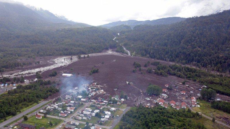 Chili: onze morts et 15 disparus dans un glissement de terrain