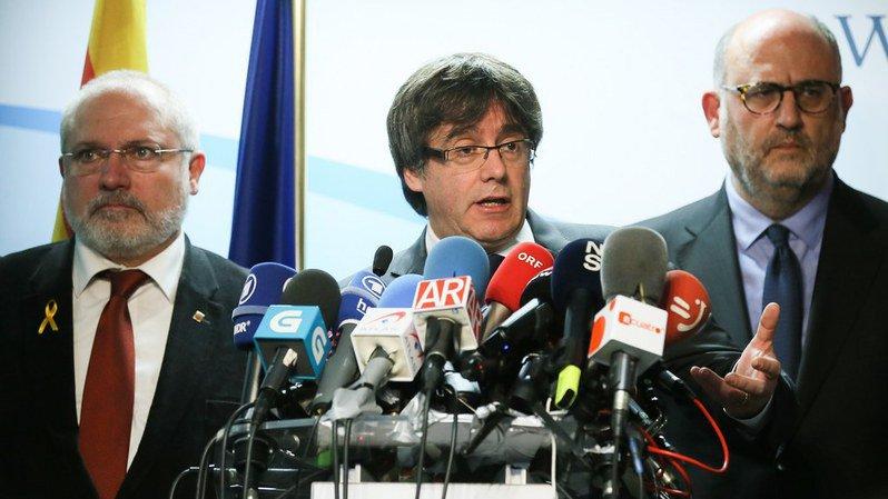 Espagne - Catalogne: Puigdemont propose à Rajoy de le rencontrer