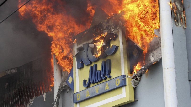 Philippines: près de 40 personnes trouvent la mort dans l'incendie d'un centre commercial