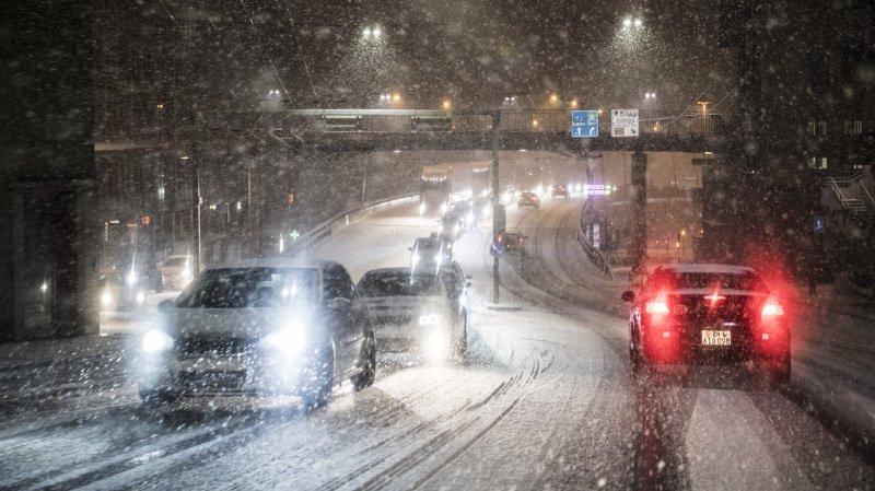 Météo: la neige perturbe le trafic ferroviaire et routier en Valais et dans les Grisons