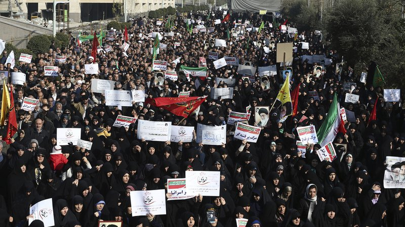 Au total, 21 personnes ont été tuées depuis le début des manifestations contre les difficultés économiques et le pouvoir, qui ont débuté jeudi à Machhad, deuxième ville du pays (nord-est).
