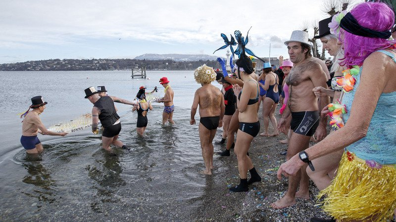 Une soixantaine de baigneurs dans une eau à 6,5 degrés à Genève