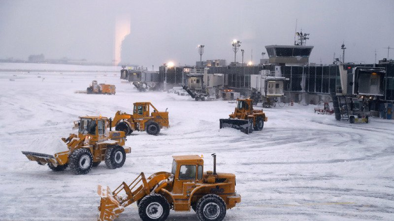 Les températures glaciales ont paralysé certains aéroports, tels que celui de LaGuardia à New York.