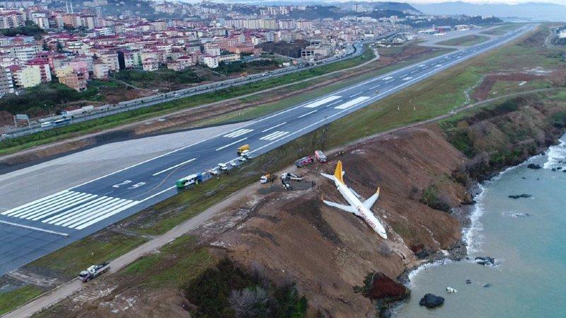 Les 162 passagers et six membres d'équipage de cet appareil de Pegasus Airlines ont pu être évacués de l'avion et personne n'a été blessé