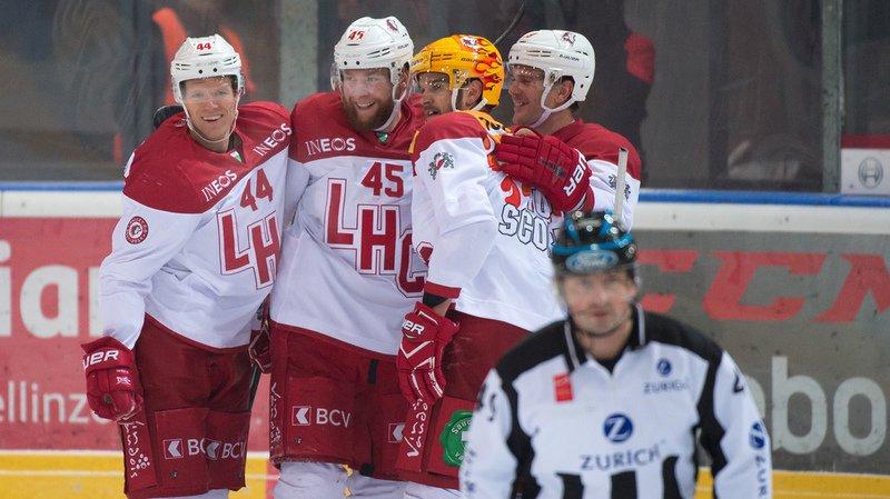 Nicklas Danielsson, Jonas Junland, Dustin Jeffrey et Joel Genazzi (Lausanne HC) célèbrent le goal du 2-5.