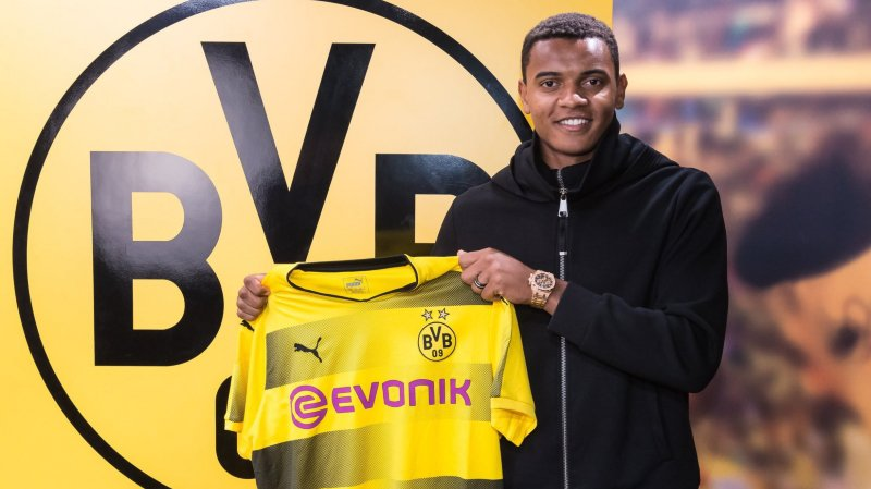 Football: le défenseur international suisse du FC Bâle Manuel Akanji signe au Borussia Dortmund