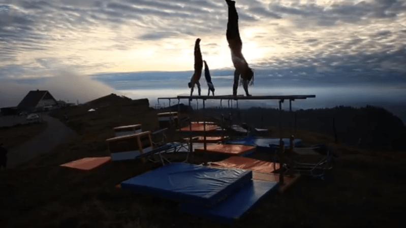 Les gymnastes de Chézard-Saint-Martin au sommet de Chasseral