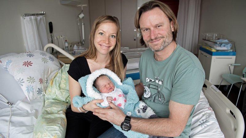 Eloïse Aubry et Yann Vuillemin, heureux parents de la petite Alice, née le 1er janvier à Neuchâtel.