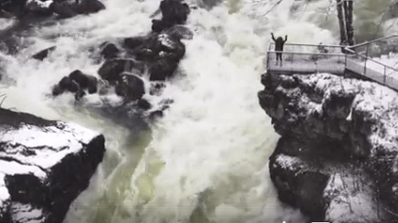 La vidéo, diffusée par la page des bateaux du Saut du Doubs, fait le buzz.