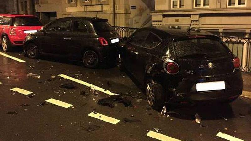 Les voitures percutées ont été fortement endommagées.