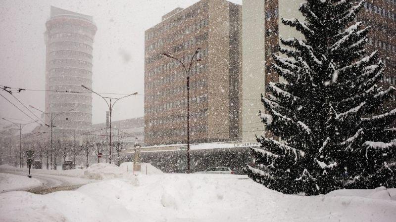 Le budget de la Ville de La Chaux-de-Fonds est un peu à l'image de la dépression neigeuse de ce jeudi soir, comme c'était déjà le cas en janvier de l'hiver dernier comme en témoigne notre photo.