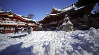 Japon: des dizaines de blessés et des voyageurs bloqués à cause de la neige