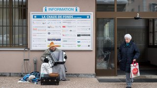 L'accordéoniste Peter a dû quitter la poste hier au soir