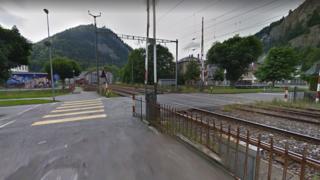 Fleurier: une automobiliste octogénaire confond la route avec les rails