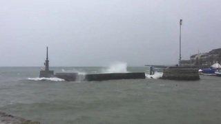 La tempête fait rage dans le port de Neuchâtel