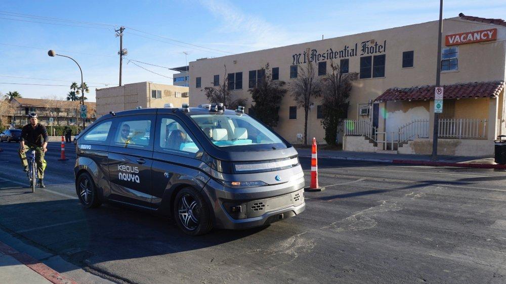 Lors du Consumer Electronic Show (CES) de Las Vegas, qui s'est achevé le 12janvier, Navya a présenté la sœur de l'Autonom Shuttle: l'Autonom Cab.