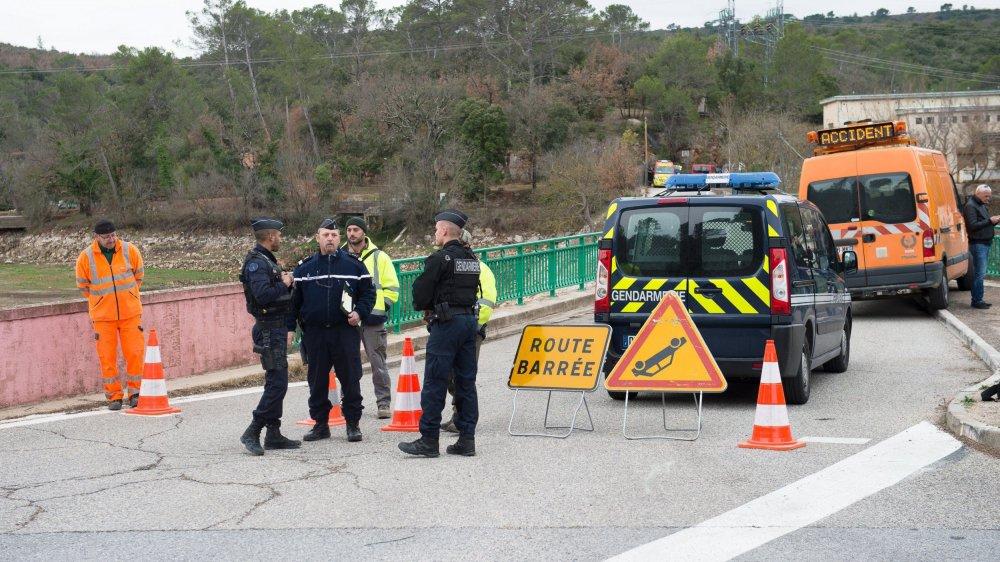 Le crash a eu lieu dans une zone boisée, près du lac de Carcès.