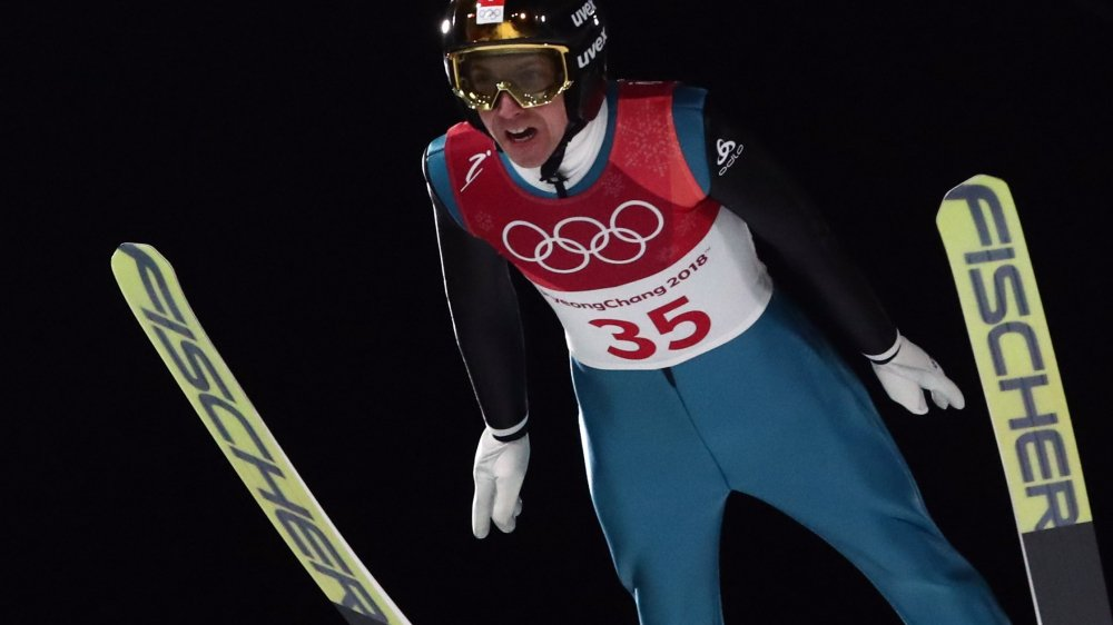 Dans des conditions dantesques, après minuit, Simon Ammann n'a pas été en mesure de faire rêver  une nouvelle fois le public suisse aux JO.