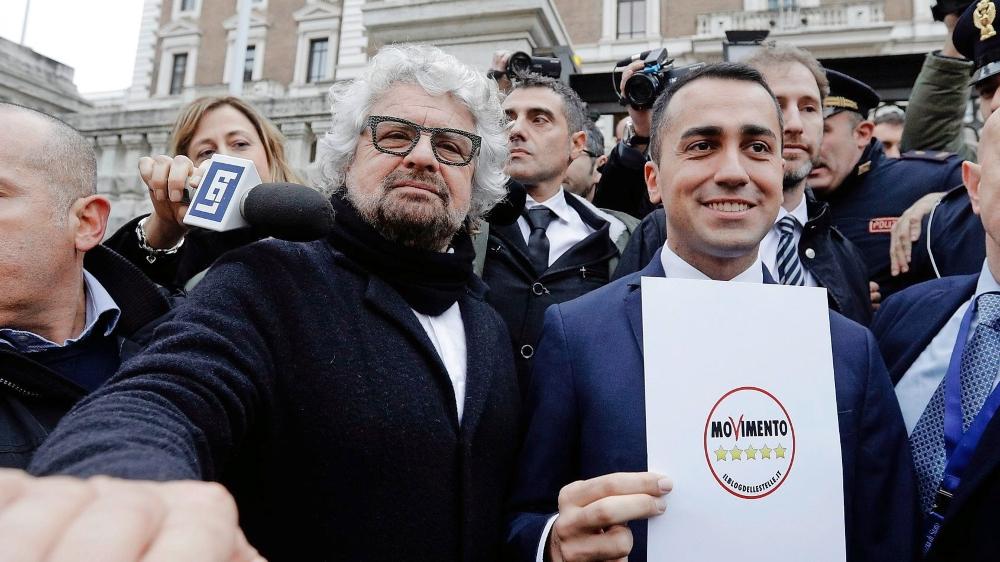 La nouvelle figure du Mouvement 5 étoiles, Luigi Di Maio (à droite), avec le chef historique du mouvement populiste, Beppe Grillo.
