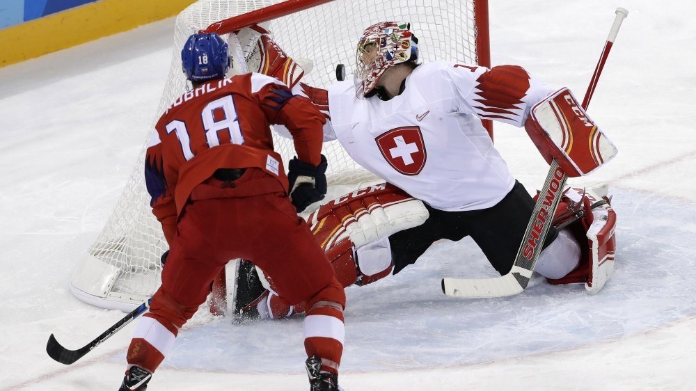 Le gardien biennois Jonas Hiller est l'un des rares Suisses à s'être montré performant hier contre les Tchèques.