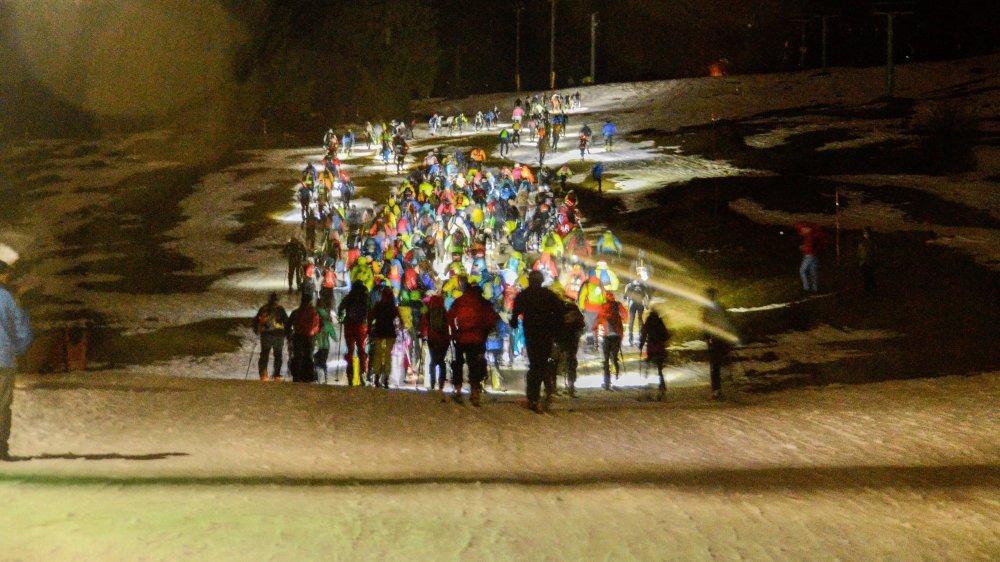 Plus de 260 lucioles ont gravi le versant sud du Chasseral vendredi soir.