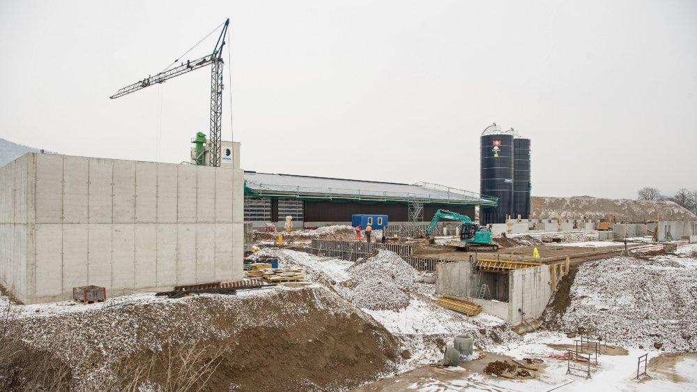 Les travaux de la halle d'engraissement de taureaux, située entre Coffrane et Montmollin, seront terminés à fin mai.