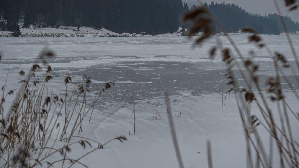 Pas possible de patiner sur le lac des Taillères.
