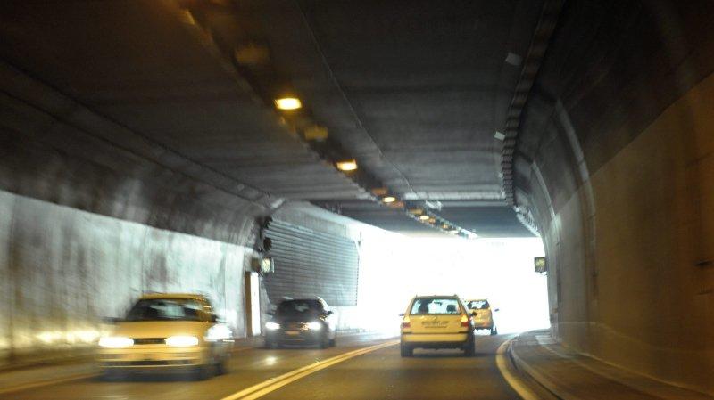 La sortie du tunnel sous La Vue-des-Alpes. (KEYSTONE/Laurent Gillieron)