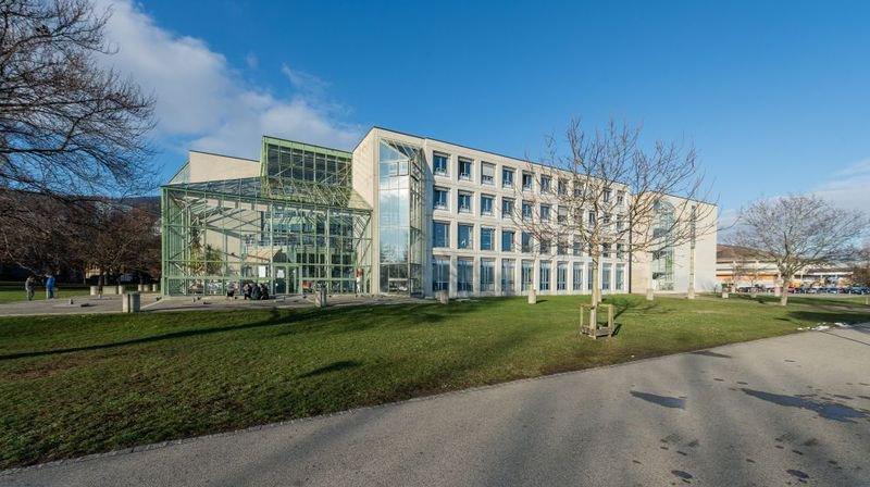 Vous imaginez ce bâtiment à côté de la gare de La Chaux-de-Fonds?