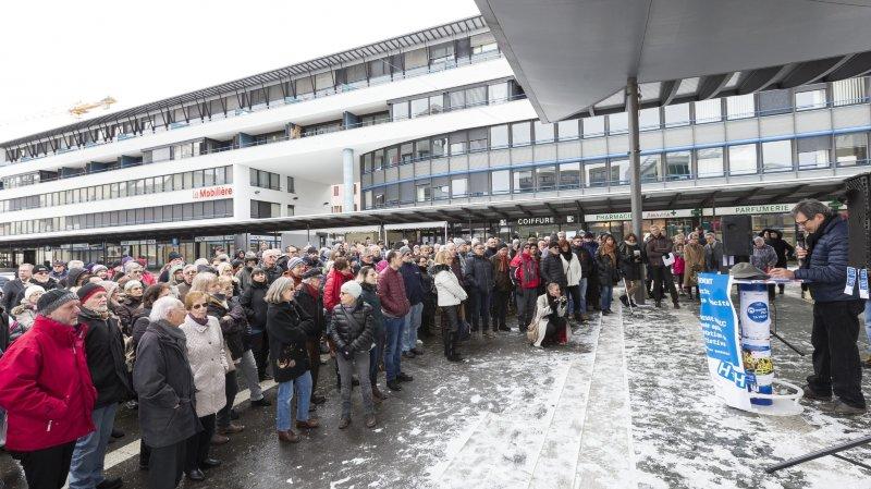La Chaux-de-Fonds: un an après la votation, ils réclament leur hôpital