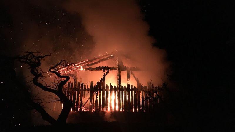 Une grange a été détruite par les flammes à Fey.
