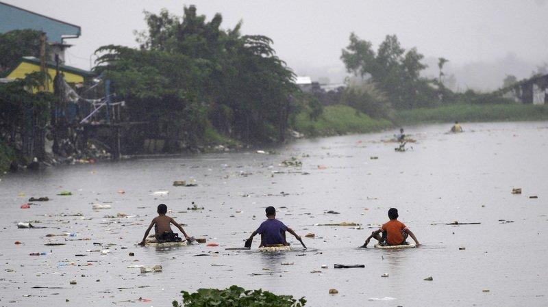 La tempête a frappé la côte est de l'île de Mindanao, tuant quatre personnes.