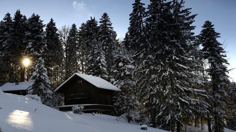 Le corps était enseveli sous la neige, dans un secteur escarpé.