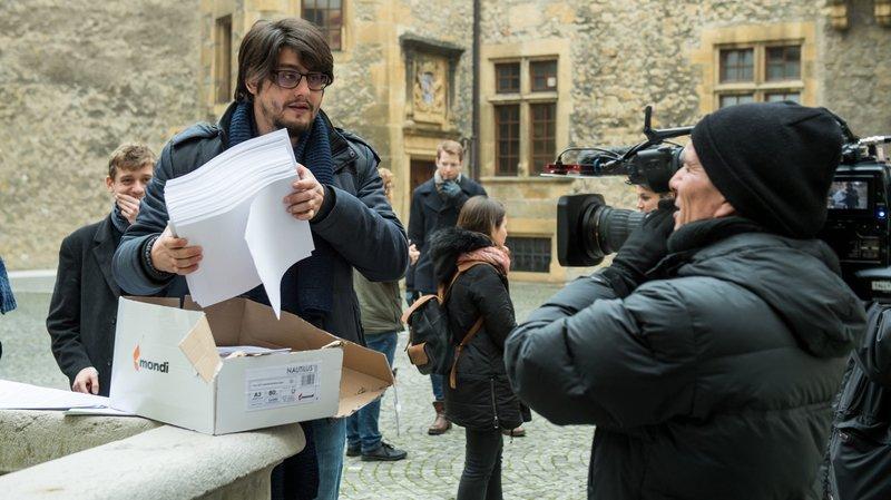 Les signatures ont été remises ce lundi matin au Château de Neuchâtel.