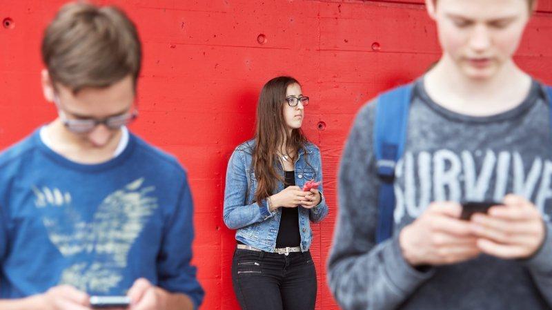 Tous ces jeunes scotchés à leur téléphone portable, c'est grave docteur?