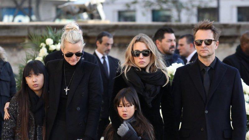 Laura Smet (au centre) a avoué sa stupéfaction en voyant le testament de son père.