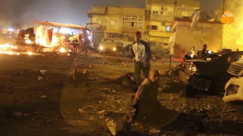 La première explosion s'est produite au moment où des fidèles sortaient d'une mosquée après la prière.