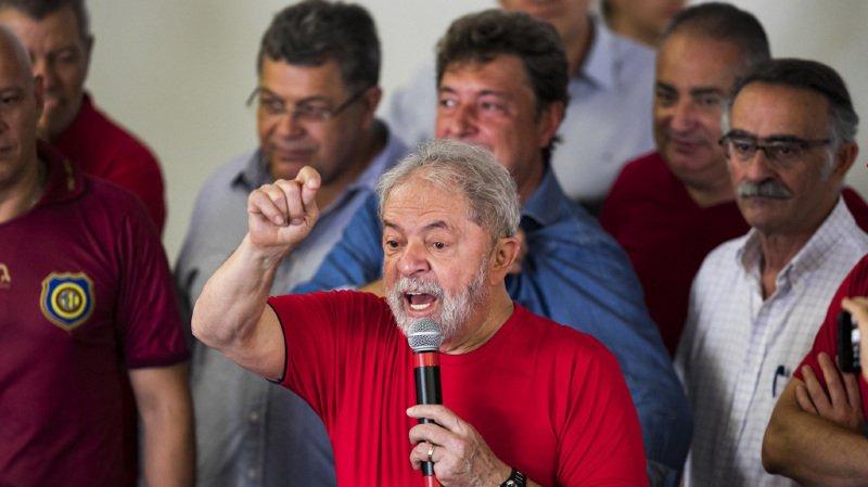 Lula, déjà président du Brésil de 2003 à 2010, avait prévu de se présenter à nouveau cette année.