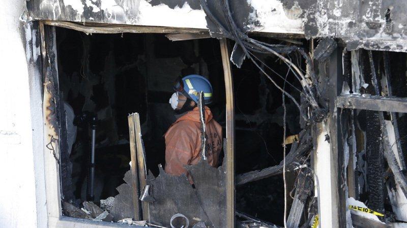 Les autorités tentent encore de déterminer les causes de l'incendie de l'hôpital, mais des inspections préliminaires du site laissent soupçonner des câblages électriques défectueux dans les plafonds du premier étage, qui abritait des provisions.